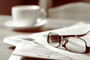 periodico-gafas-cafe-1
